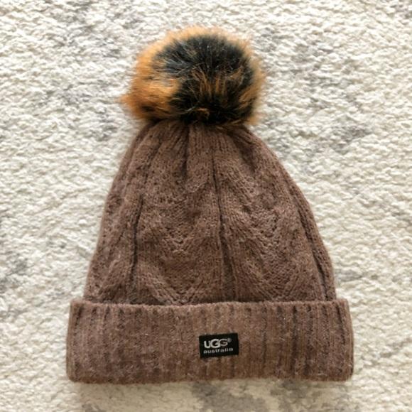 Brown knit UGG winter beanie hat. M 5aa71f1236b9de8a62a59178 838addc928d